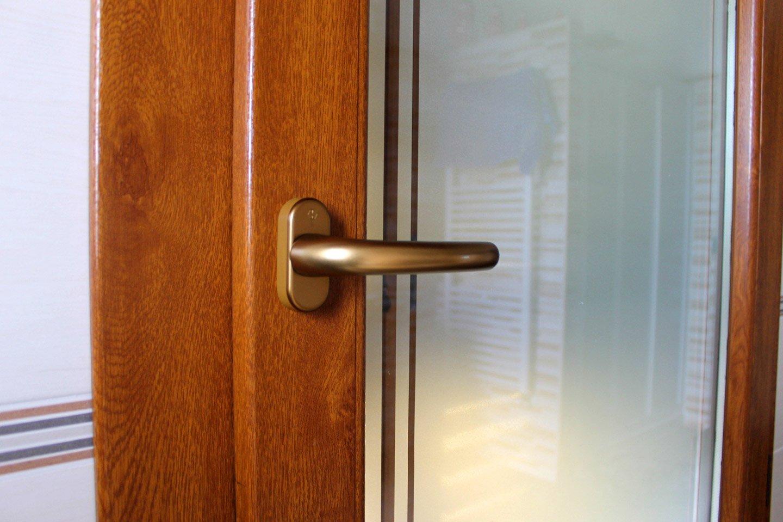 maniglia orizzontale di una porta