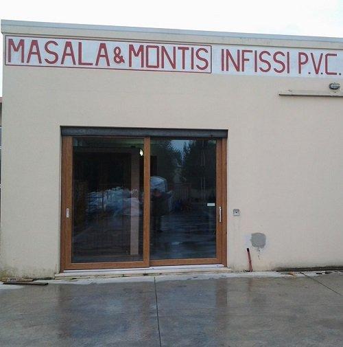 vista da fuori di Masala & Montis Infissi PVC