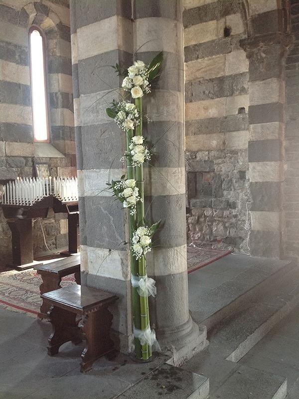 Decorazione floreale in chiesa