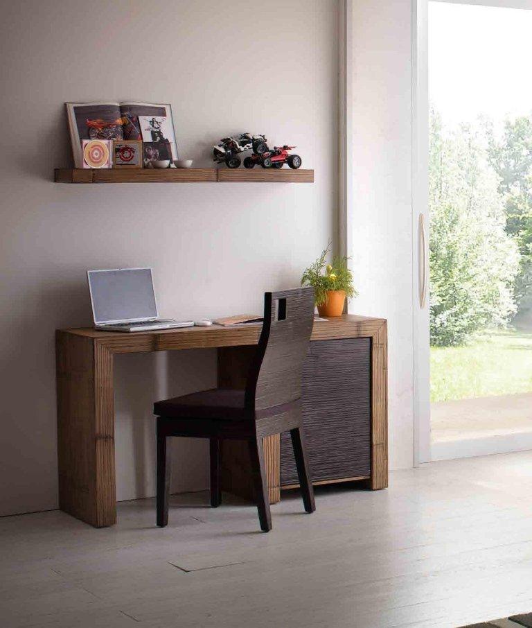 scrivania in legno lucido