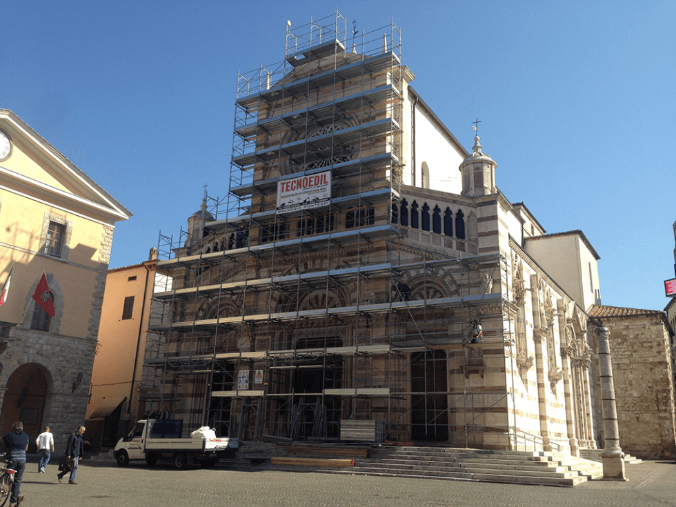 ponteggio facciata chiesa