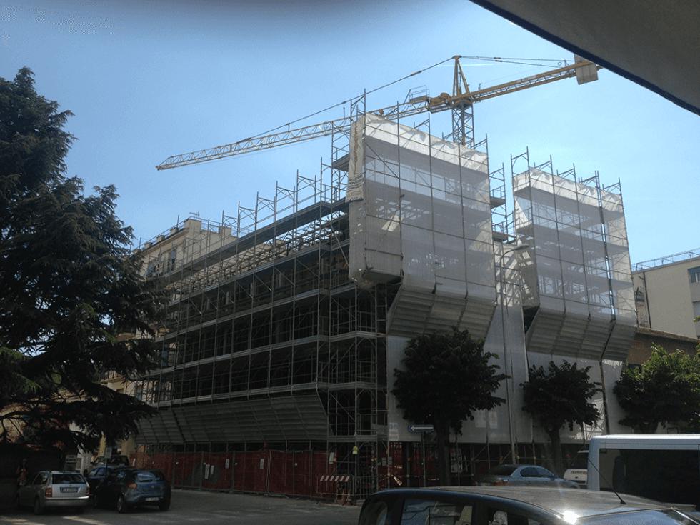 gru per cantiere edile