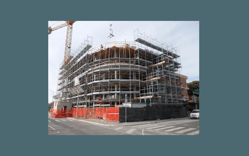 ponteggi per edificio semicircolare