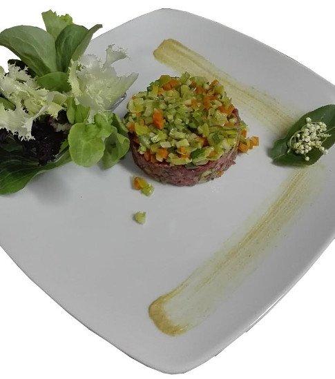 La tartare di carne salada e dadolata di verdurine