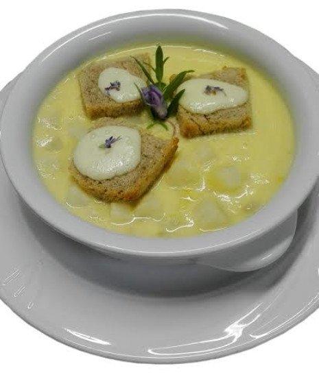 la zuppetta di asparagi con crostino al Casolet