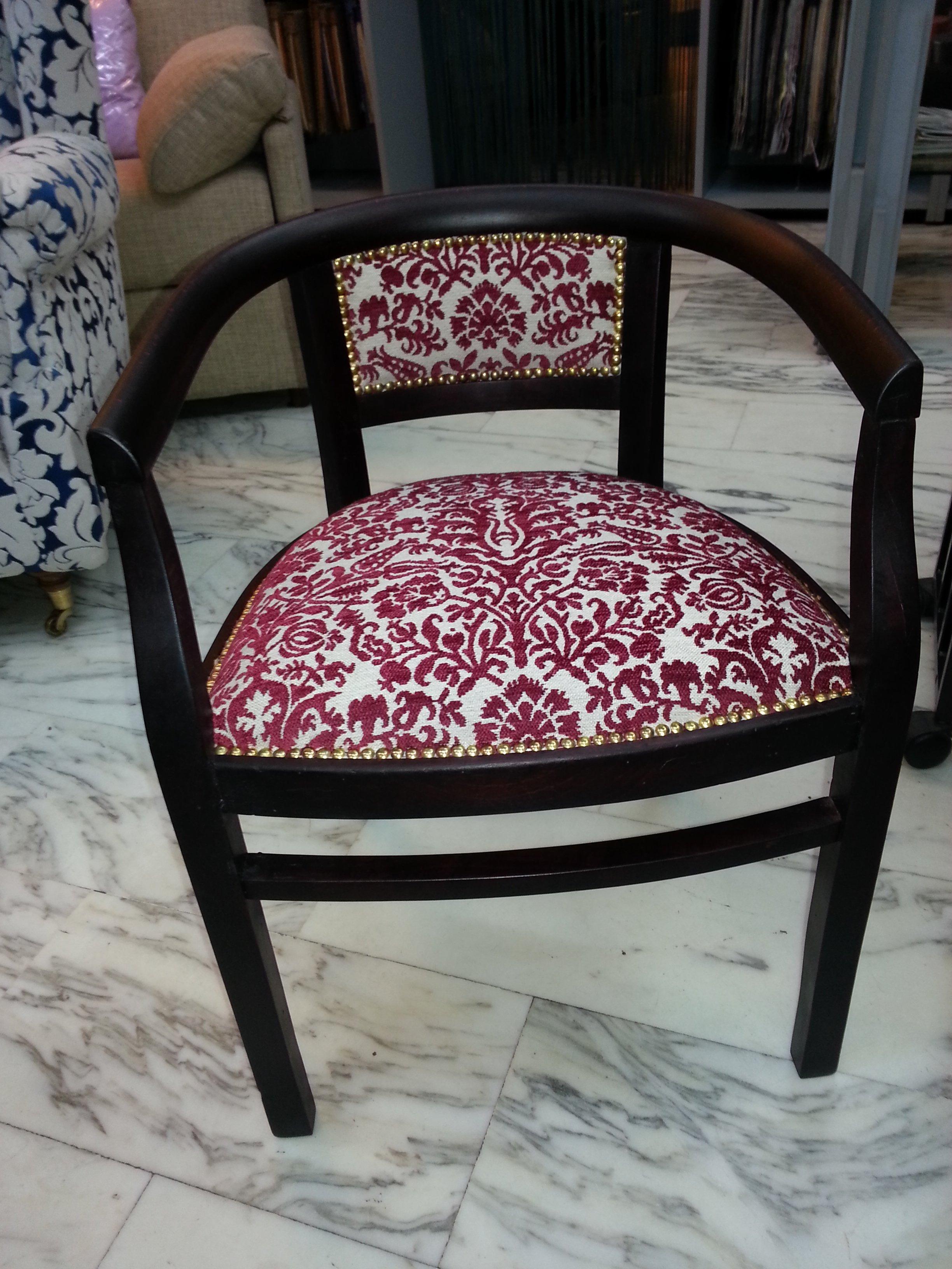 poltrona con seduta in tessuto decorato