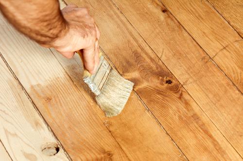 Expert providing floor sand job