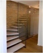 scala con parete in cristallo