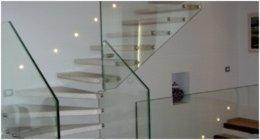 scala con ringhiera in cristallo
