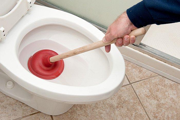 unblocking-toilet
