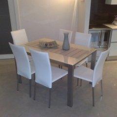 tavolo soggiorno sedie bianche