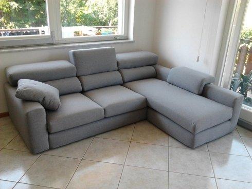 divano grigio penisola