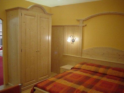 camera completa legno