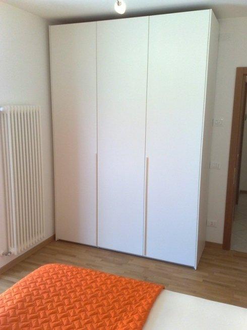 armadio angoli camera