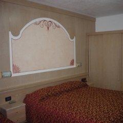 letto camera albergo