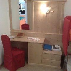 scrivania camere albergo