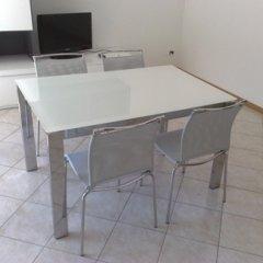 tavolo alluminio vetro