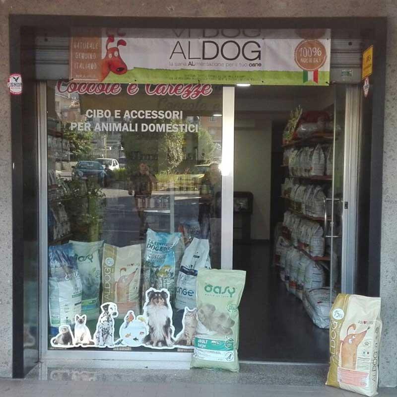 Animali domestici, articoli ed alimenti - vendita al dettaglio