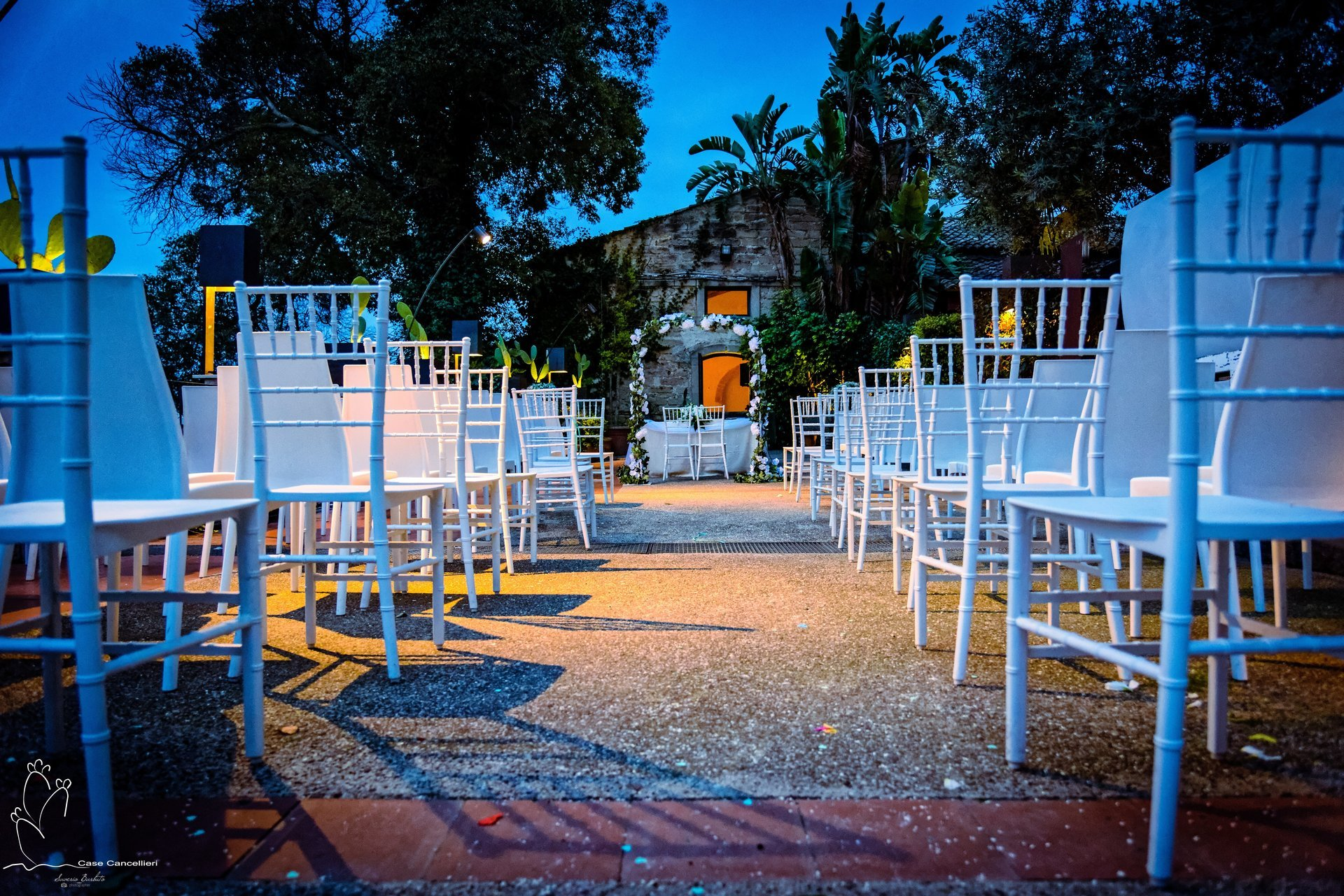 Sedie organizzate per un matrimonio