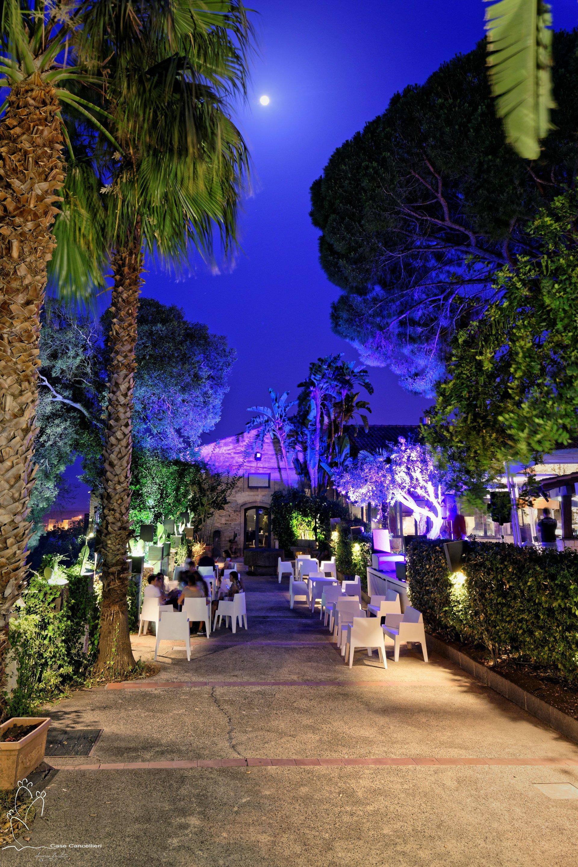 Panoramica del giardino del ristorante Case Cancellieri a Scordia