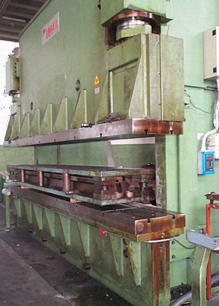 PRESSA PIEGATRICE 550 T. OLEODINAMICA  A FABBRICO