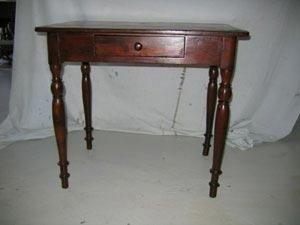 Tavolino in legno restaurato