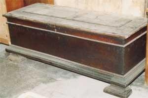 Restauro cassapanca antica