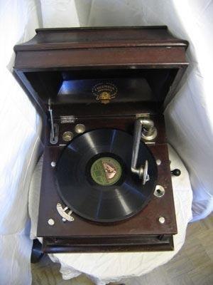 Grammofono d'epoca restaurato