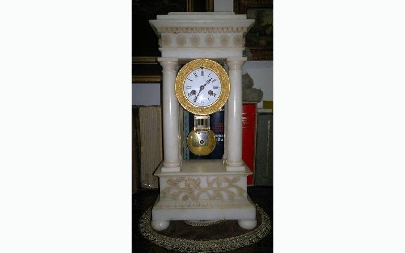 Orologio a quattro colonne