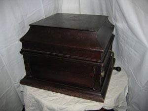 Restauro grammofono d'epoca