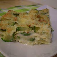 delle lasagne con formaggio e verdure
