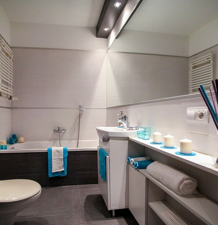 bathroom with blue and white towels