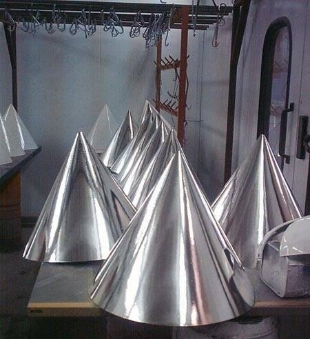 coni in metallo verniciato