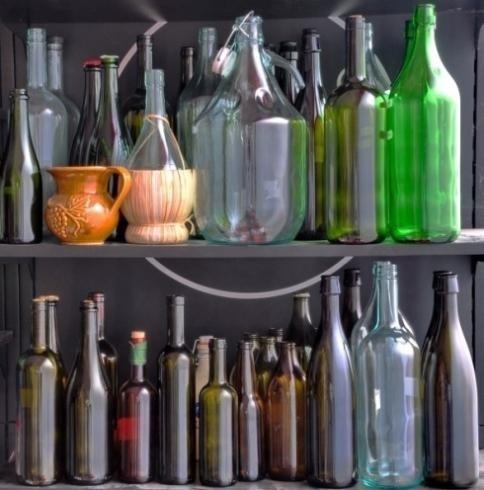 Bottiglie vuote in vetro