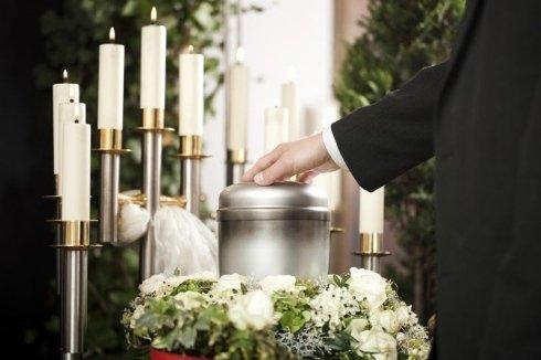 Servizi per funerali, tumulazione, cofani funebri