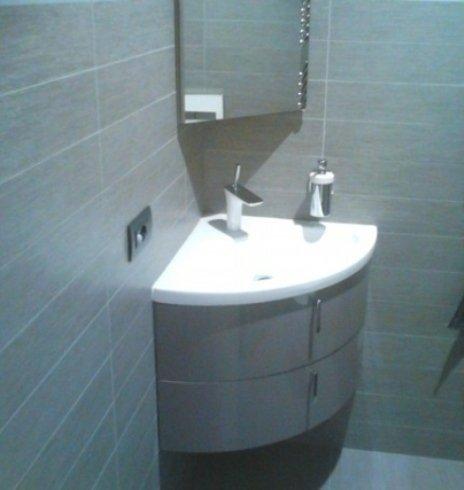 Fornitura e posa di sanitari e rubinetterie.
