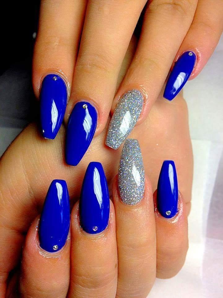 Smalto blu elettrico e argento con glitter