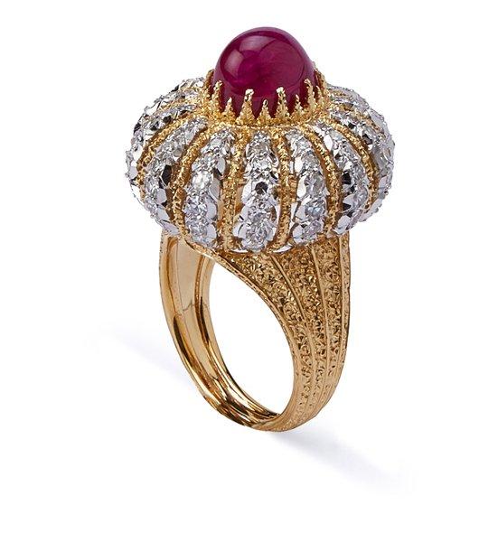 anello in oro con pietre