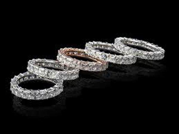 assortimento di anelli