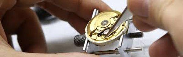 fissaggio pile di un orologio