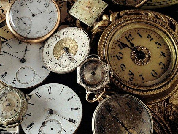 set di orologi con numeri romani