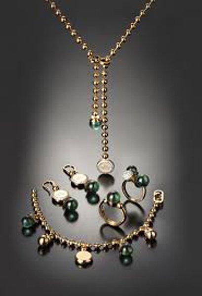 parure di gioielli verde scuro