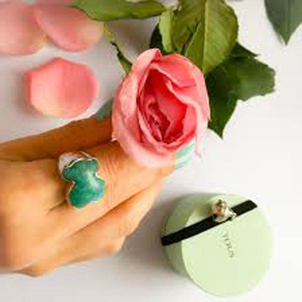 rosa rosa e anello