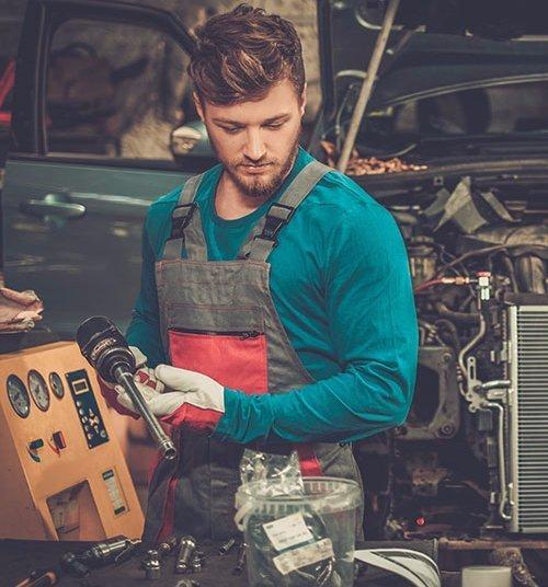 Expert doing the car repair