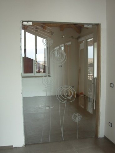 vetro trasparente e decoro in sabbiatura