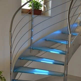 scalini in vetro temperato stratificato con illuminazione a led