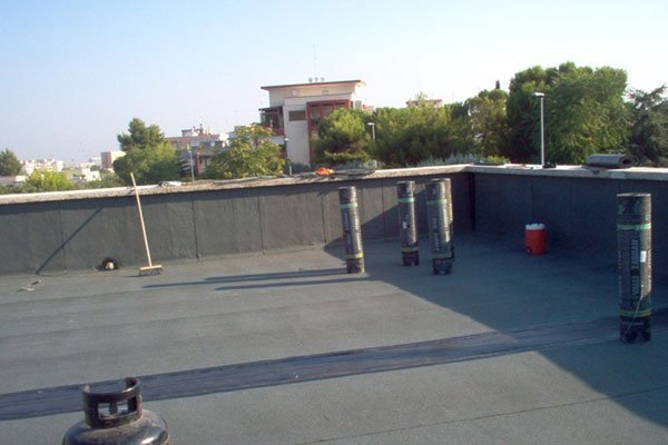 materiale pronto per essere installato su terrazza