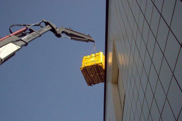 trasporto materiale su tetto