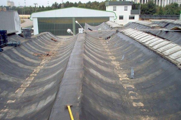 rivestimento di un vecchio tetto da riparare