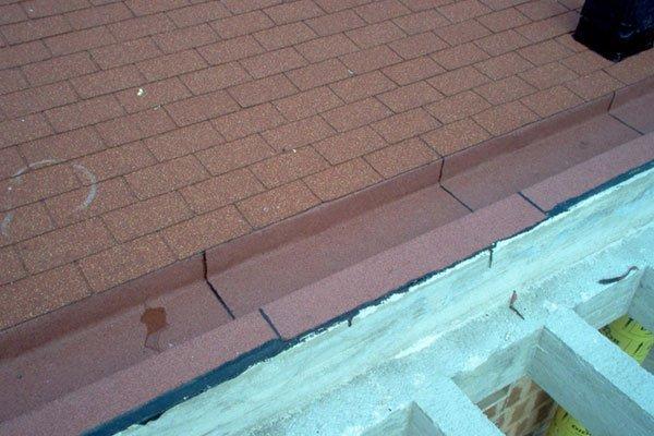 mattonelle rosse su tetto